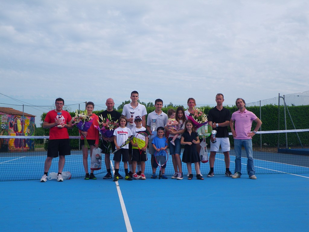 photo vainqueurs tournoi tennis club de sainte hermine 2013